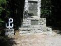 Jata pomnik.JPG