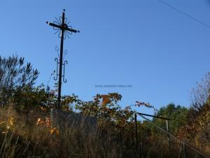 Krzyż przy drodze do Jamielnego - miejsce stracenia powstańców styczniowych
