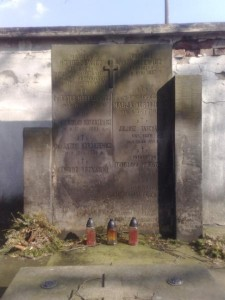 Rodzinny grób na Powązkach.  http://cmentarze.um.warszawa.pl/pomnik.aspx?pom_id=6851