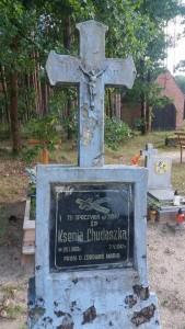 Podobne wykorzystanie nagrobka niemieckiego na grobie Polki.